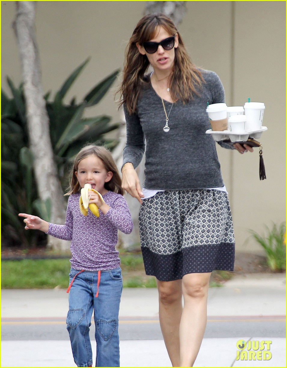 jennifer garner mommy errands with the kids 102960392