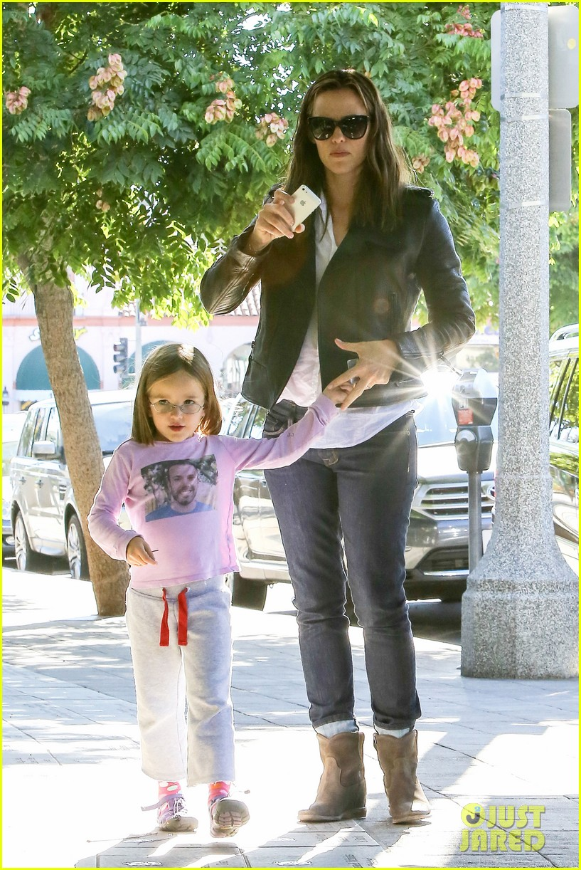 jennifer garner mommy errands with the kids 112960393
