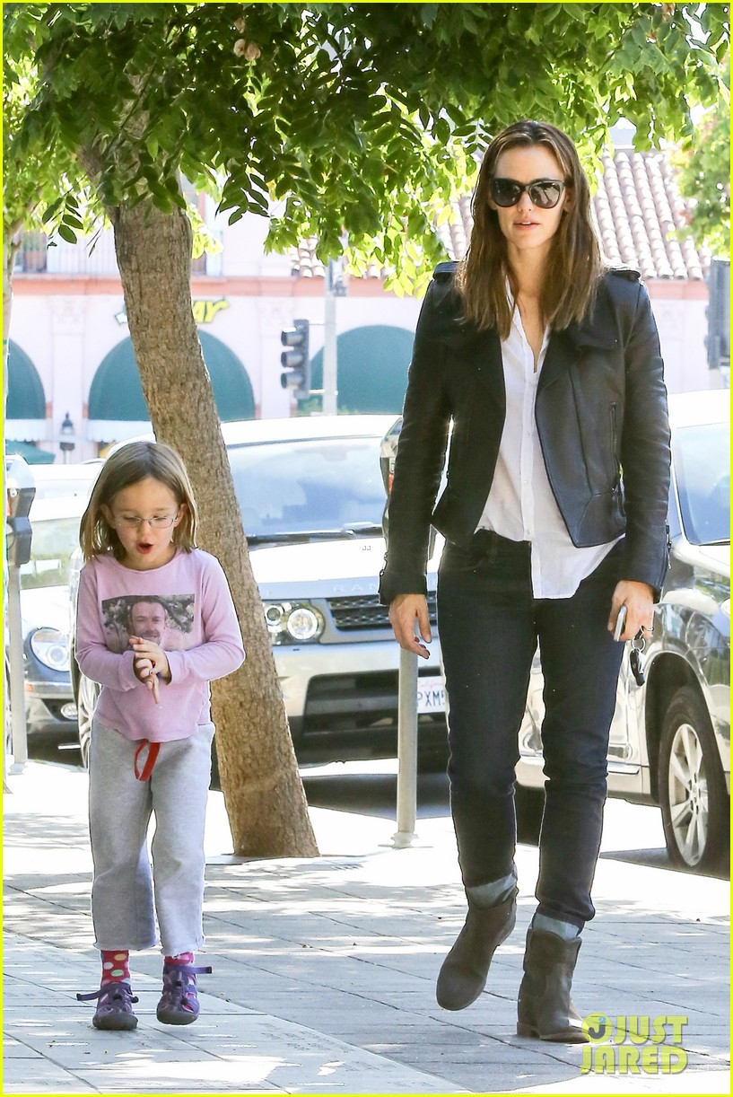 jennifer garner mommy errands with the kids 122960394