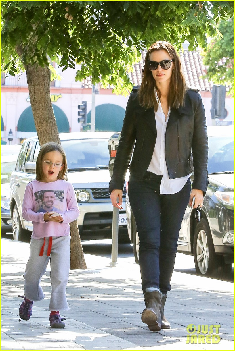 jennifer garner mommy errands with the kids 142960396