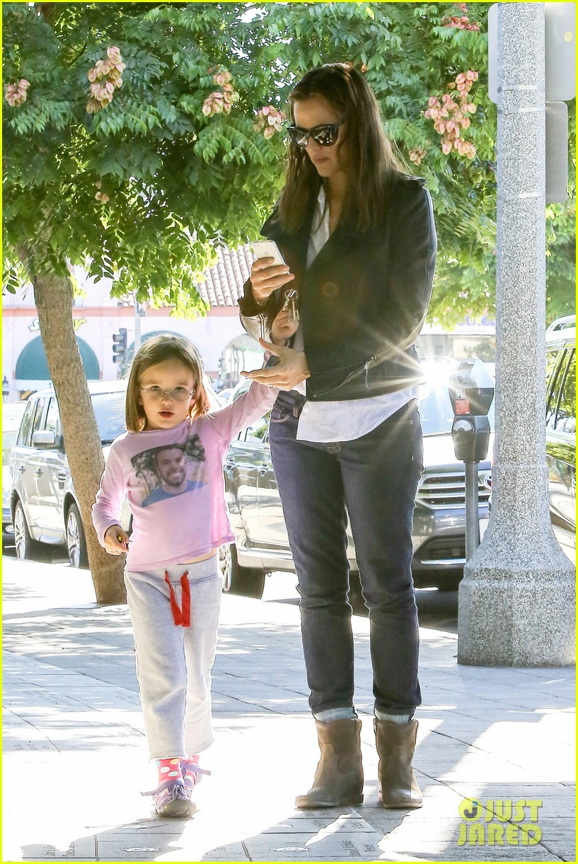 jennifer garner mommy errands with the kids 162960398