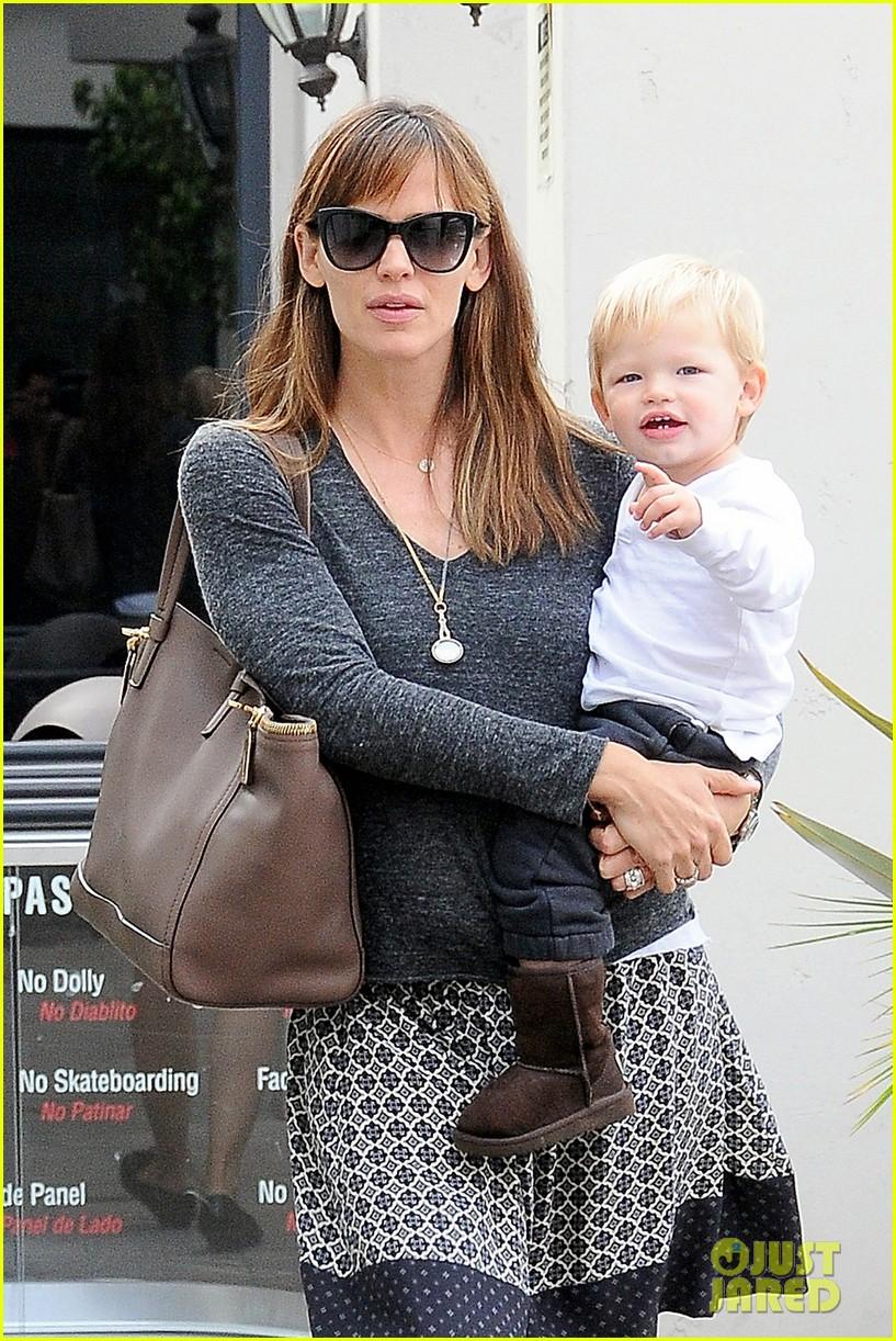 jennifer garner mommy errands with the kids 192960401