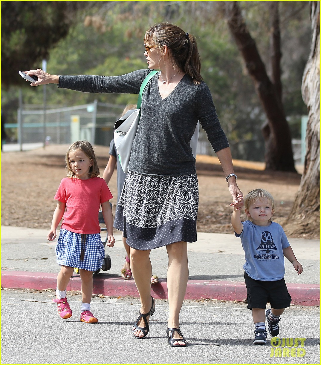 jennifer garner ben affleck separate outings with the kids 052942661