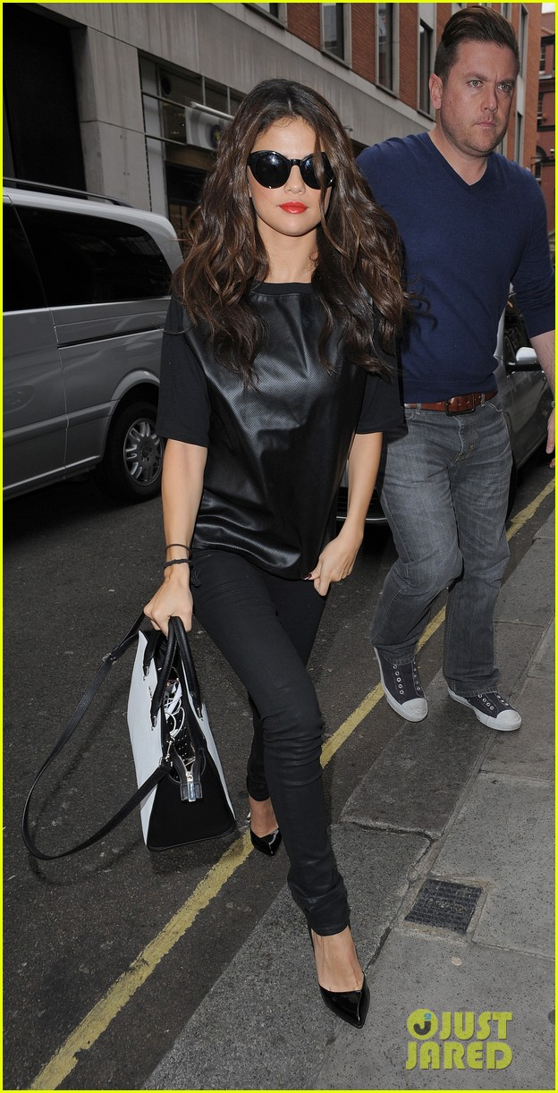selena gomez makes radio stop after hammersmith show 012947956