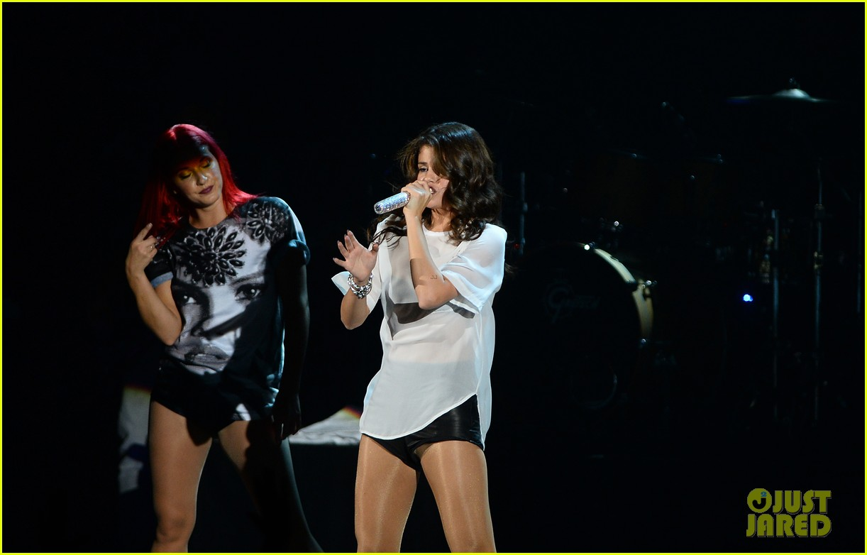 selena gomez makes radio stop after hammersmith show 082947963
