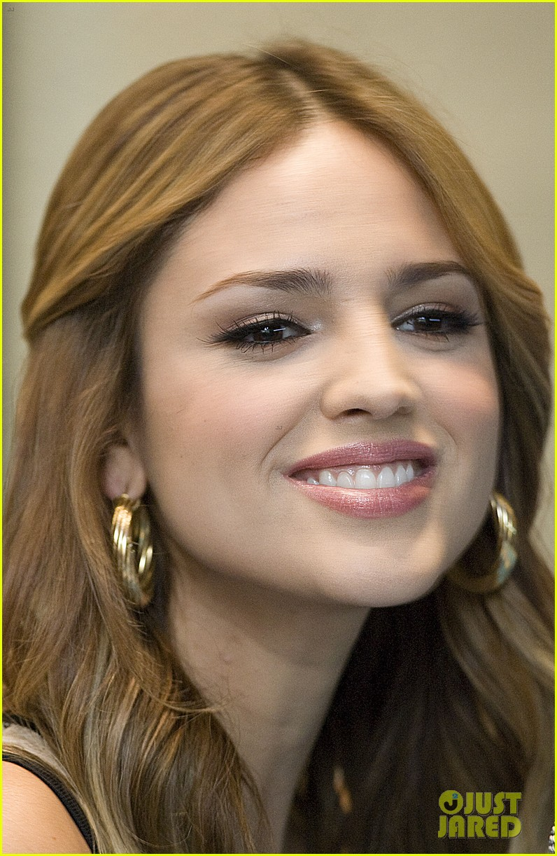 eiza gonzalez promotes croods after liam hemsworth fling 032955742