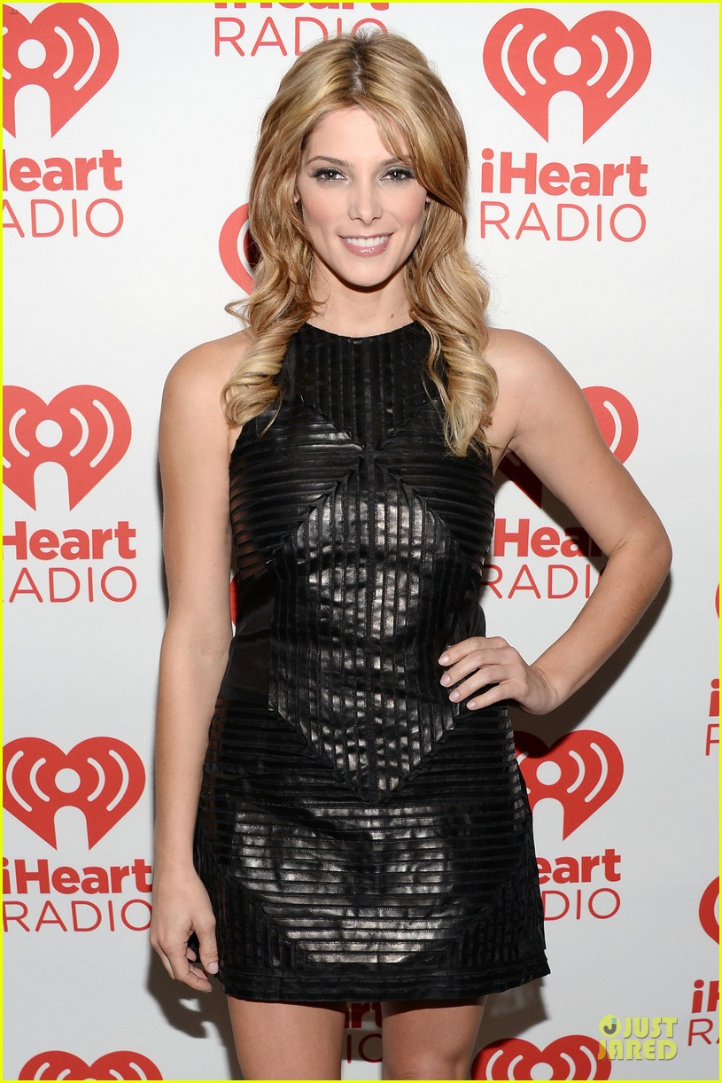 ashley greene stephen amell iheartradio music festival presenters 02