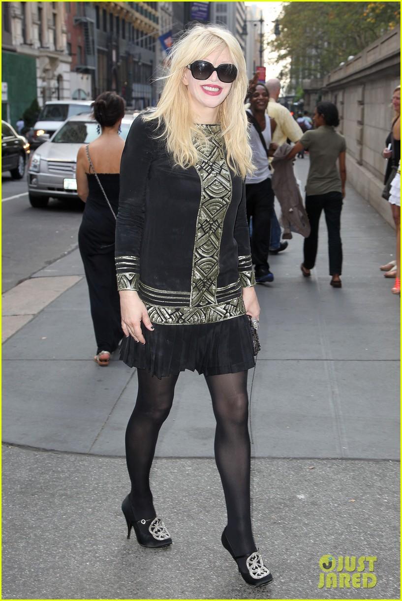 ashley greene jamie campbell bower new york fashion week 062950646
