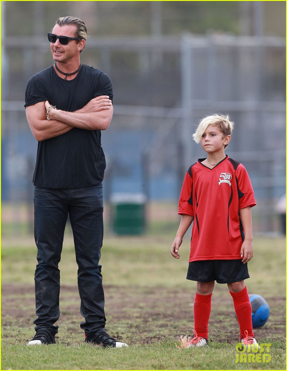 gwen stefani gavin rossdale sit sidelines at kingston soccer game 012957804
