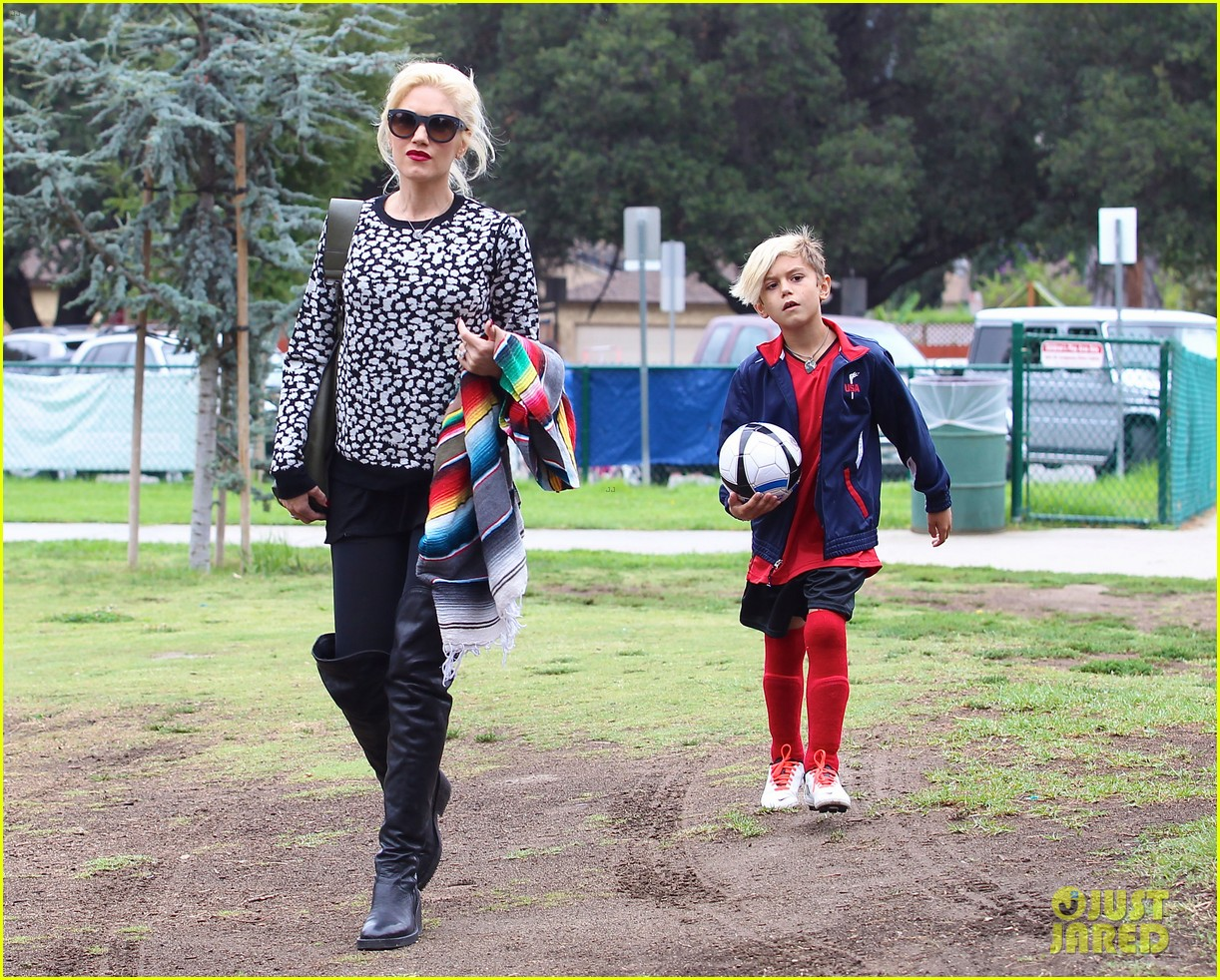 gwen stefani gavin rossdale sit sidelines at kingston soccer game 122957815