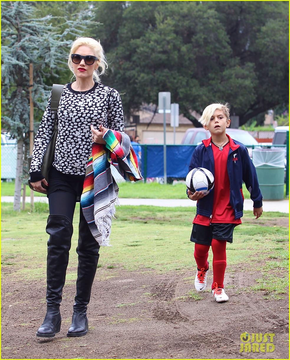 gwen stefani gavin rossdale sit sidelines at kingston soccer game 132957816