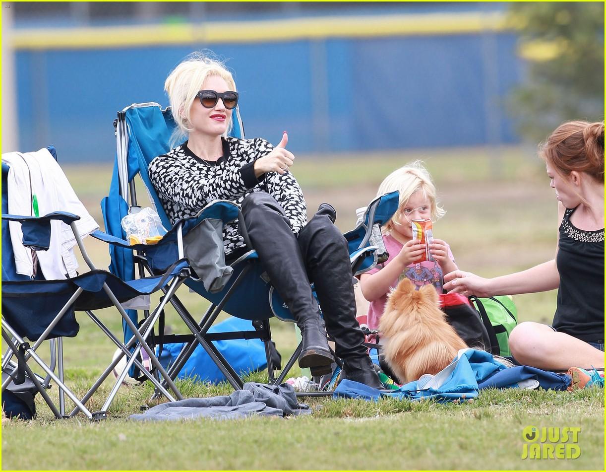 gwen stefani gavin rossdale sit sidelines at kingston soccer game 16