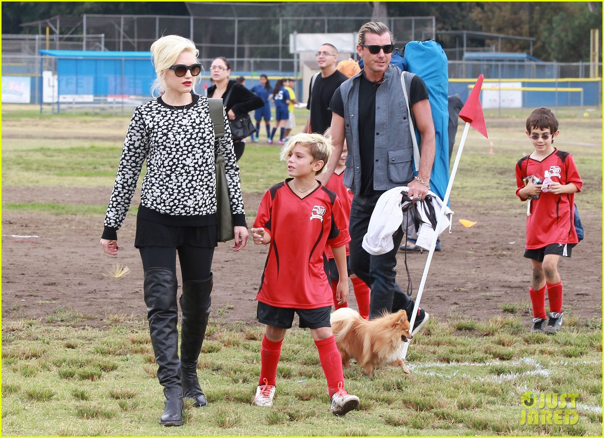 gwen stefani gavin rossdale sit sidelines at kingston soccer game 182957821