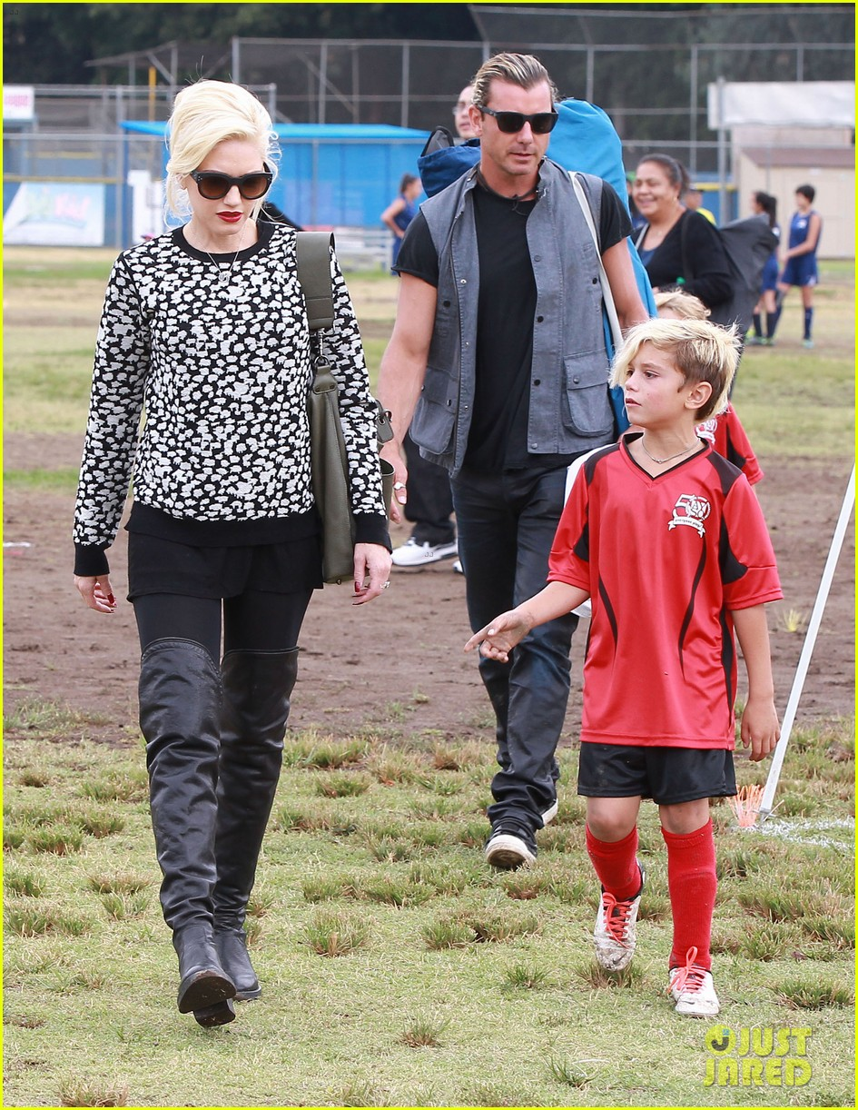 gwen stefani gavin rossdale sit sidelines at kingston soccer game 192957822
