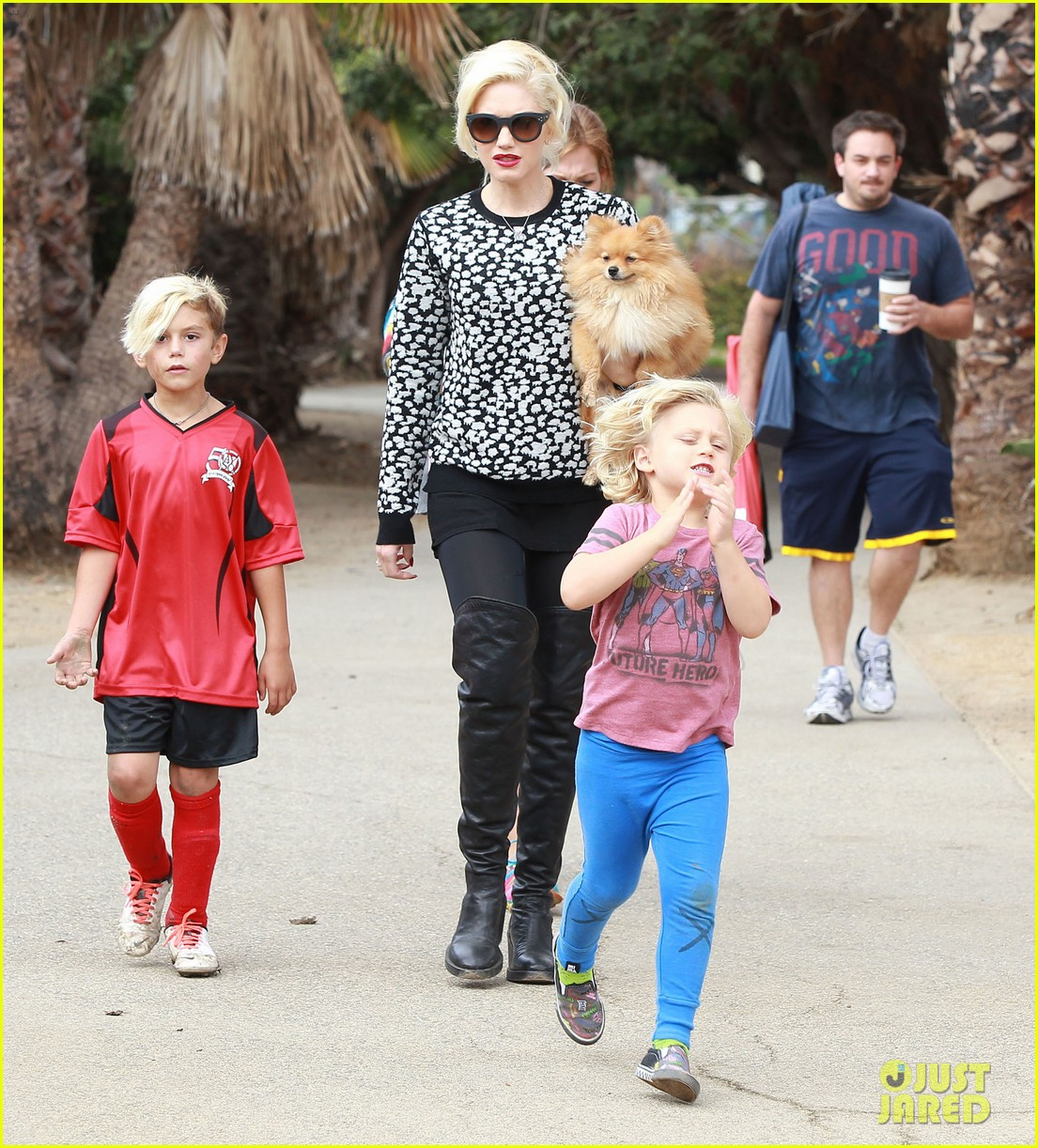 gwen stefani gavin rossdale sit sidelines at kingston soccer game 252957828