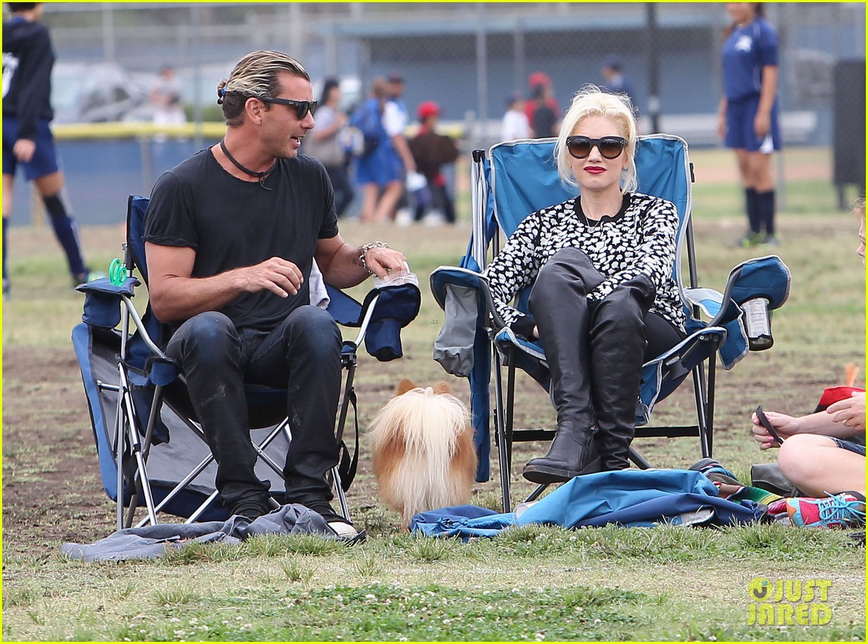 gwen stefani gavin rossdale sit sidelines at kingston soccer game 282957831