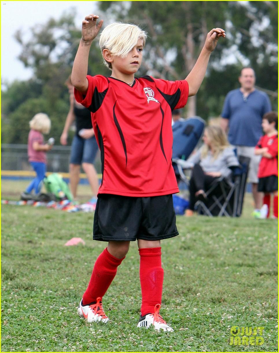 gwen stefani gavin rossdale sit sidelines at kingston soccer game 372957840