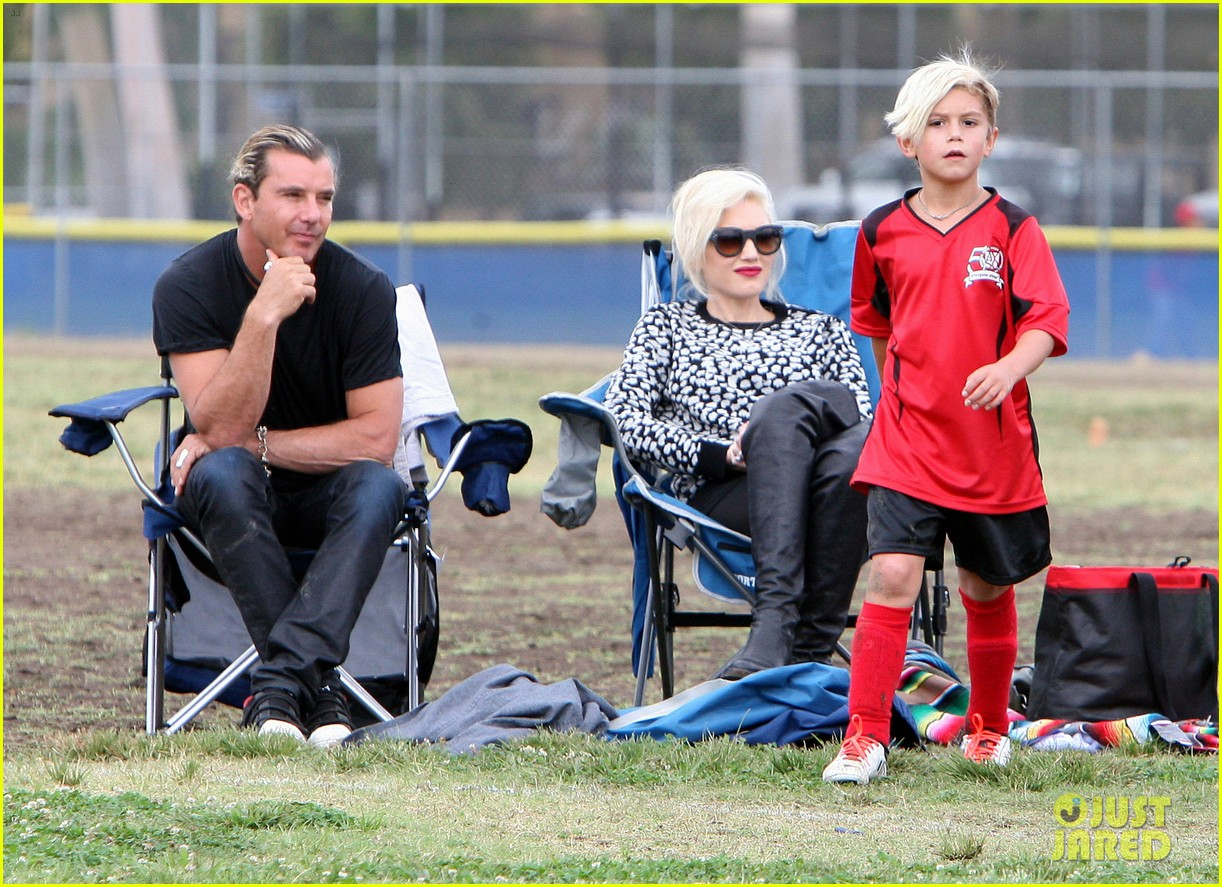 gwen stefani gavin rossdale sit sidelines at kingston soccer game 40