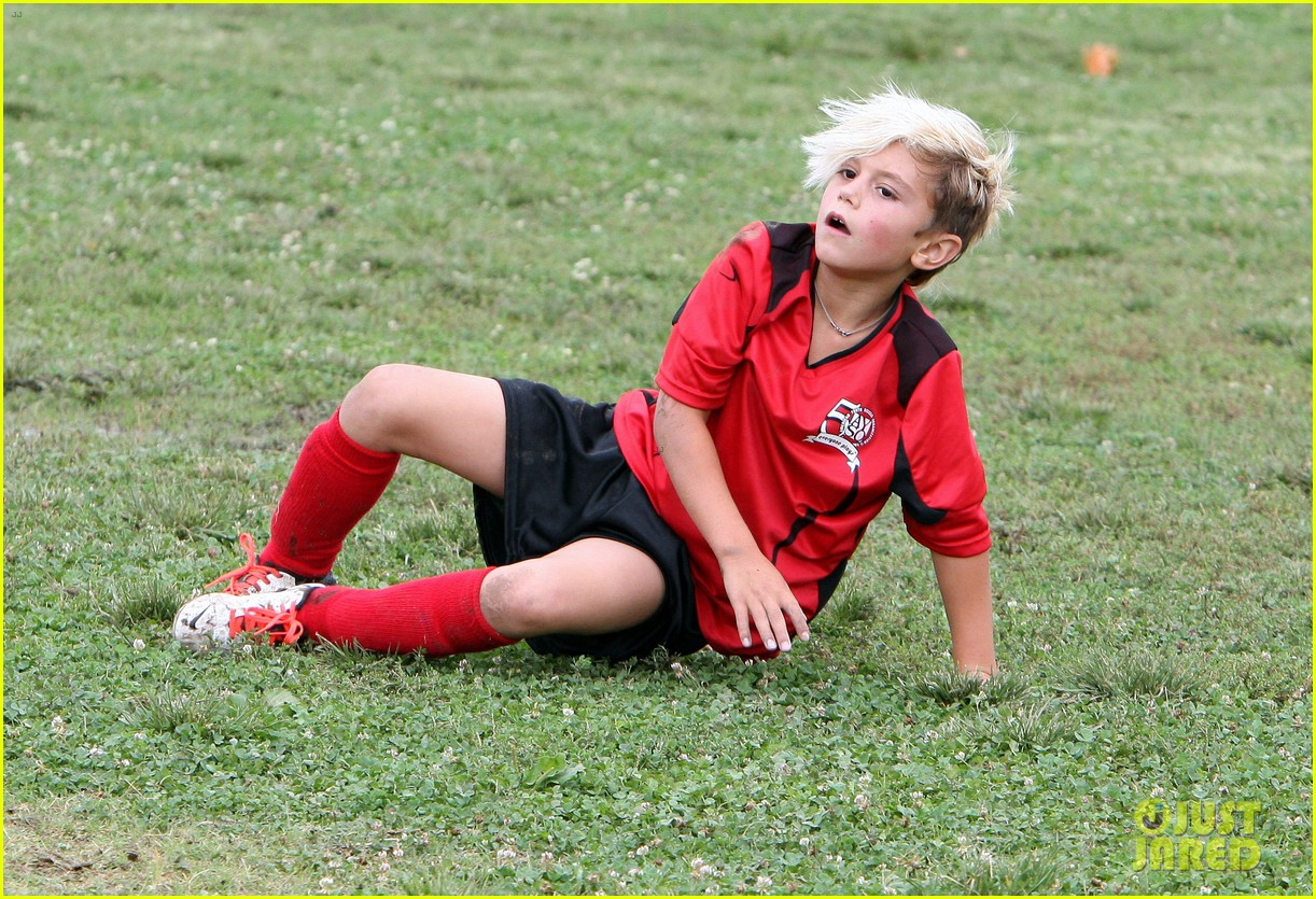 gwen stefani gavin rossdale sit sidelines at kingston soccer game 452957848