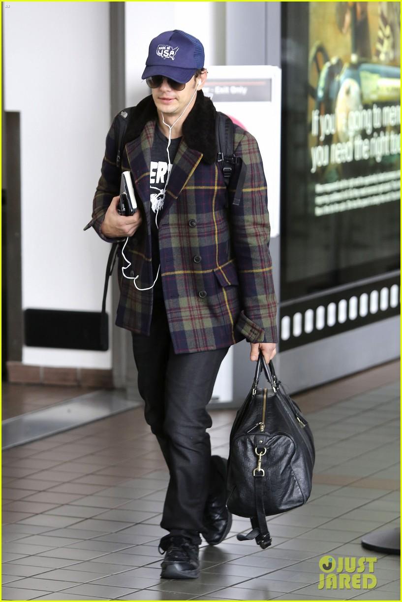 jake gyllenhaal james franco land in los angeles after tiff 102948335
