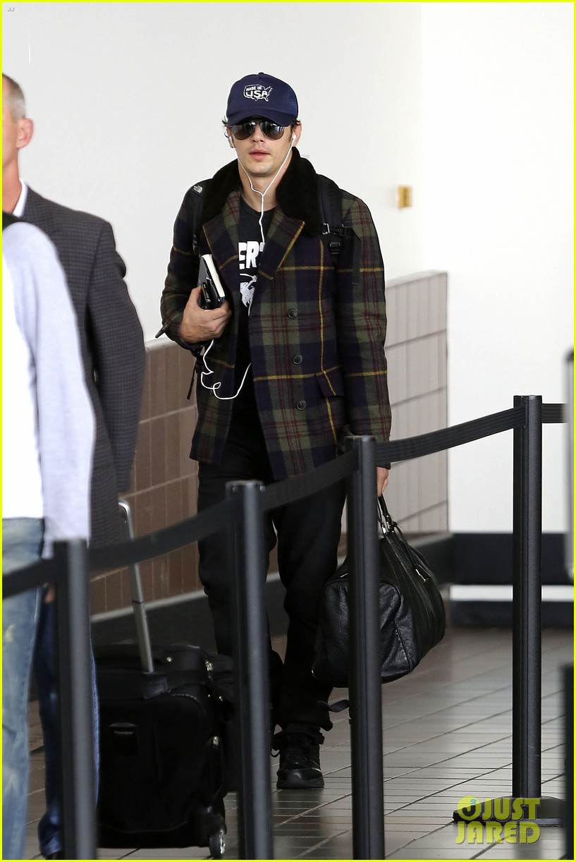 jake gyllenhaal james franco land in los angeles after tiff 112948336