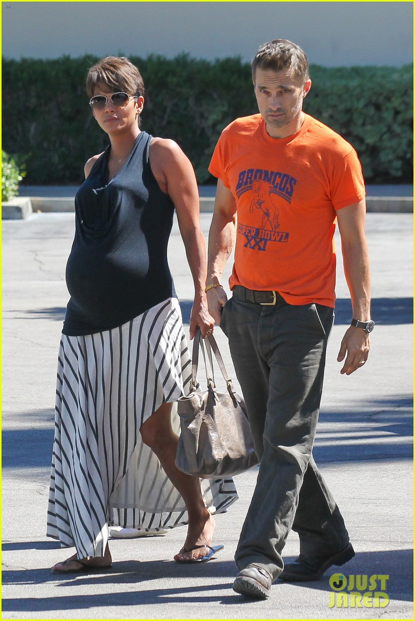 halle berry olivier martinez pinz bowling party with nahla 022962938