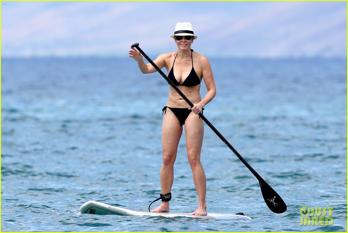 chelsea handler bares bikini beach body in hawaii 062961683