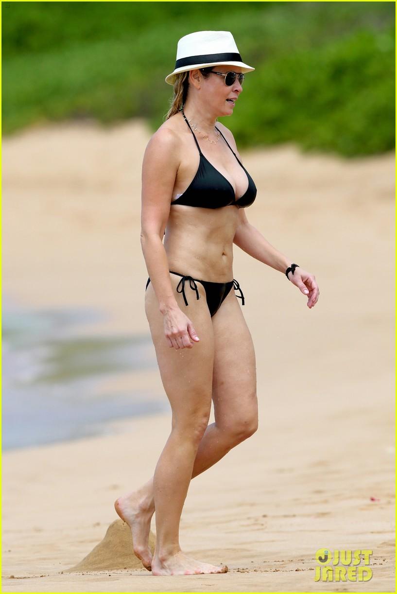 chelsea handler bares bikini beach body in hawaii 082961685