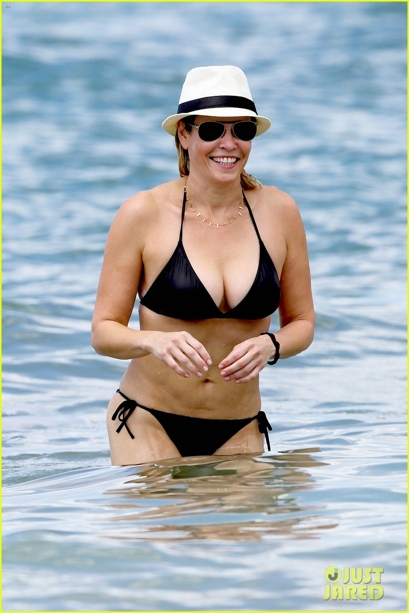 chelsea handler bares bikini beach body in hawaii 092961686