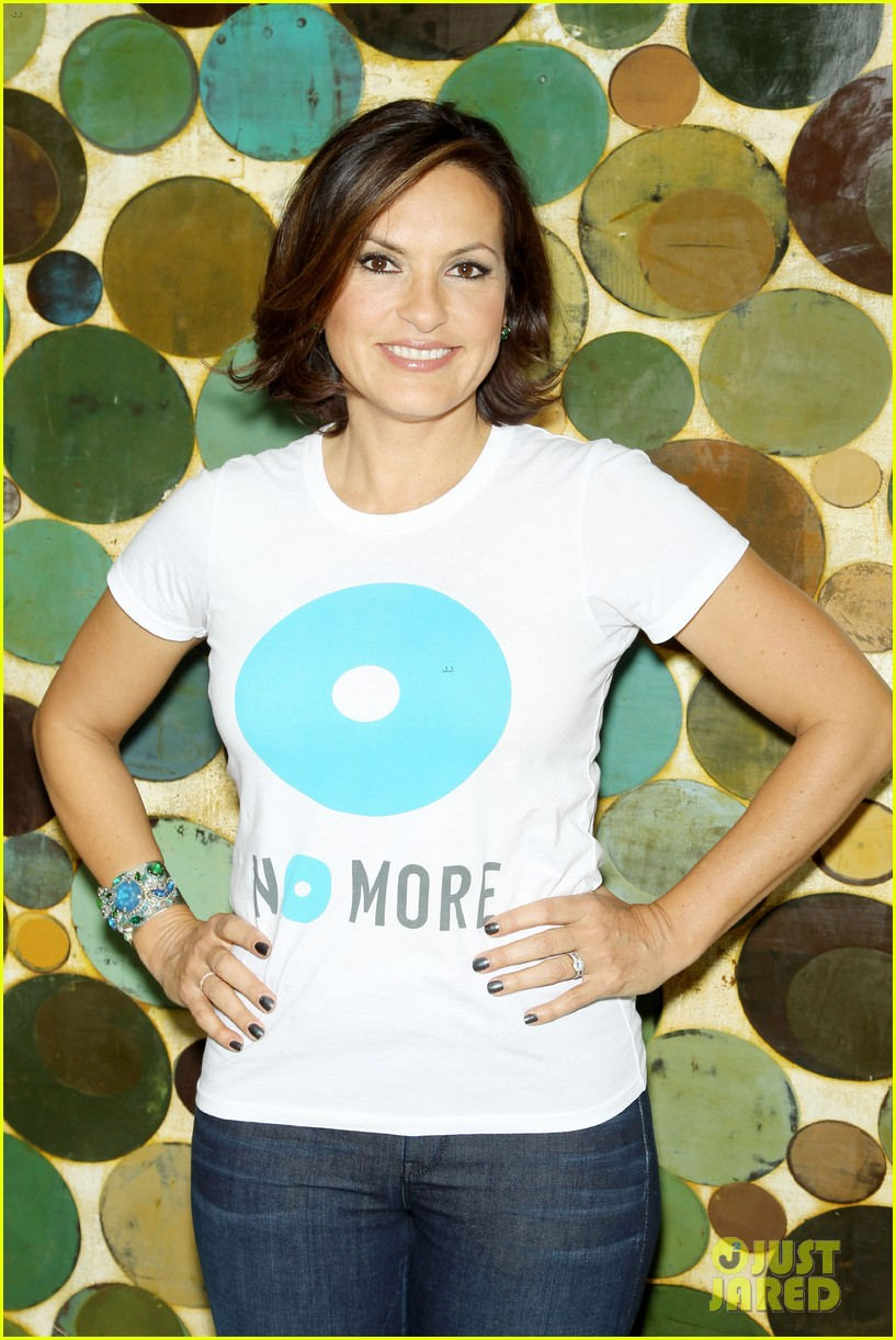 mariska hargitay says no more to domestic violence 042960013