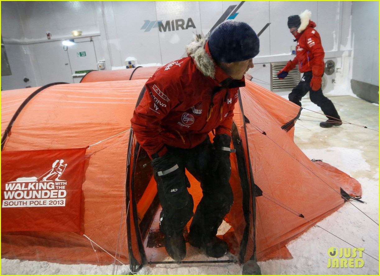 prince harry preps for south pole trip by freezing himself 082954190