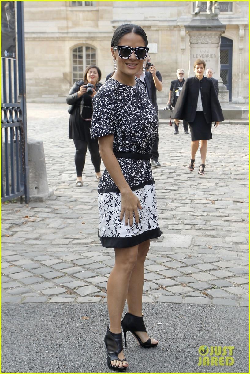 salma hayek balenciaga paris fashion show 012960548
