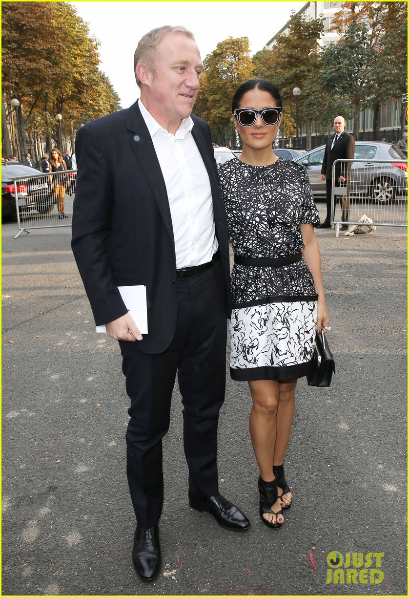 salma hayek balenciaga paris fashion show 052960552