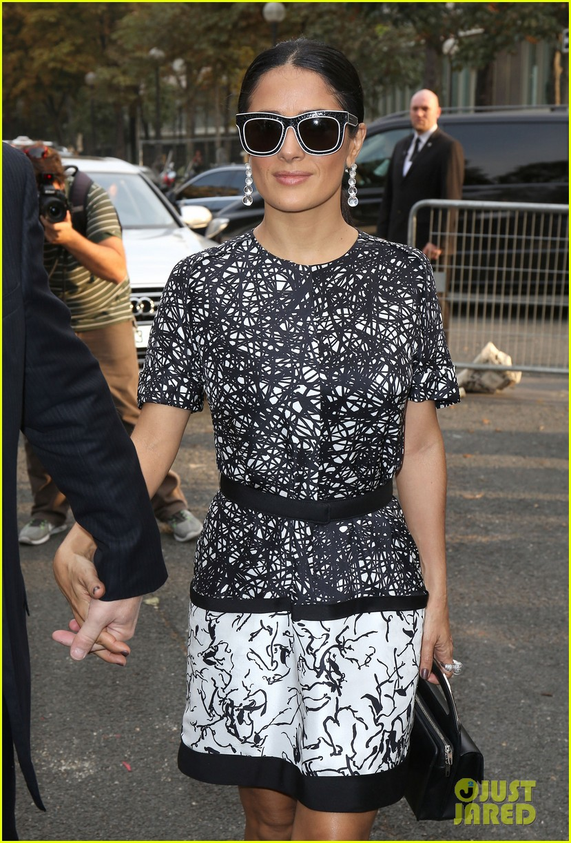 salma hayek balenciaga paris fashion show 18