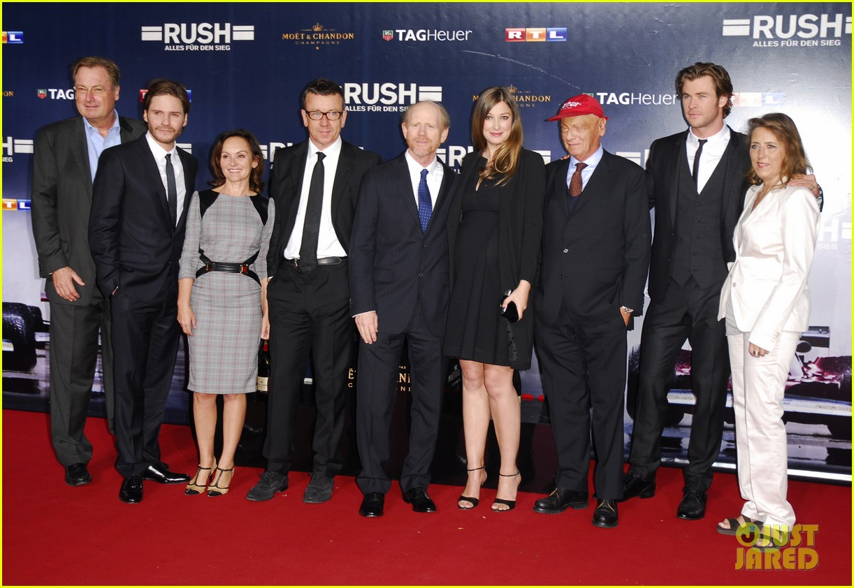 chris hemsworth daniel bruhl rush germany premiere 012962265