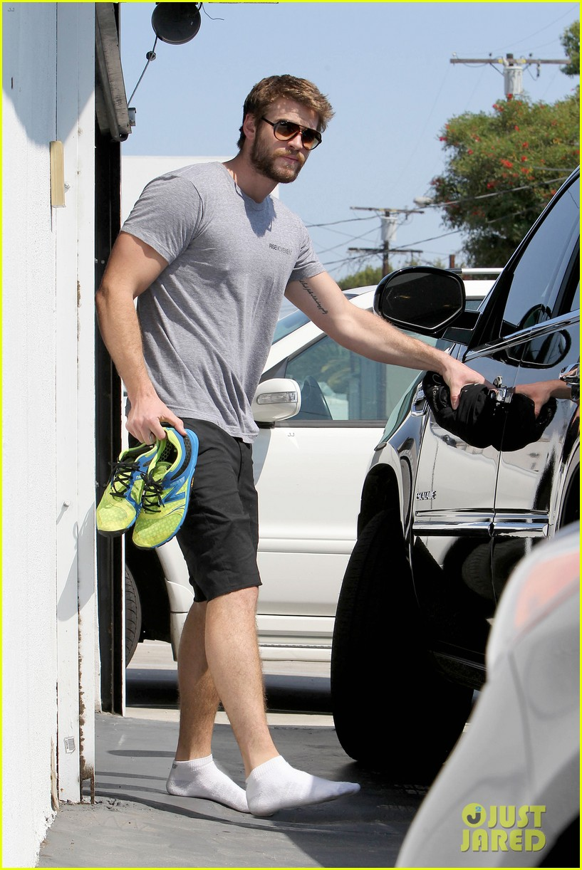 liam hemsworth steps out after new january jones rumors 022950407