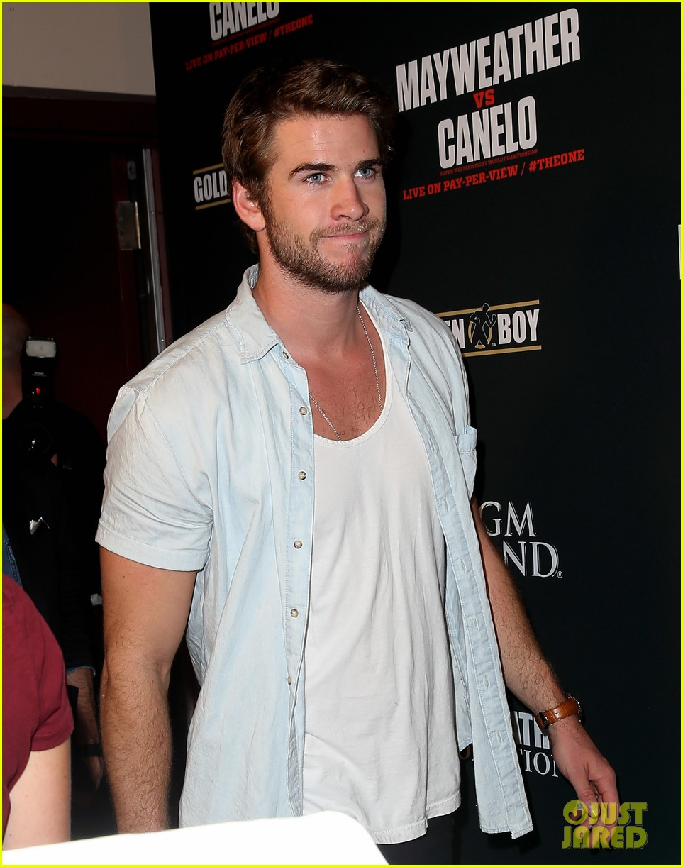 liam hemsworth attends mayweather vs alvarez fight 022952658
