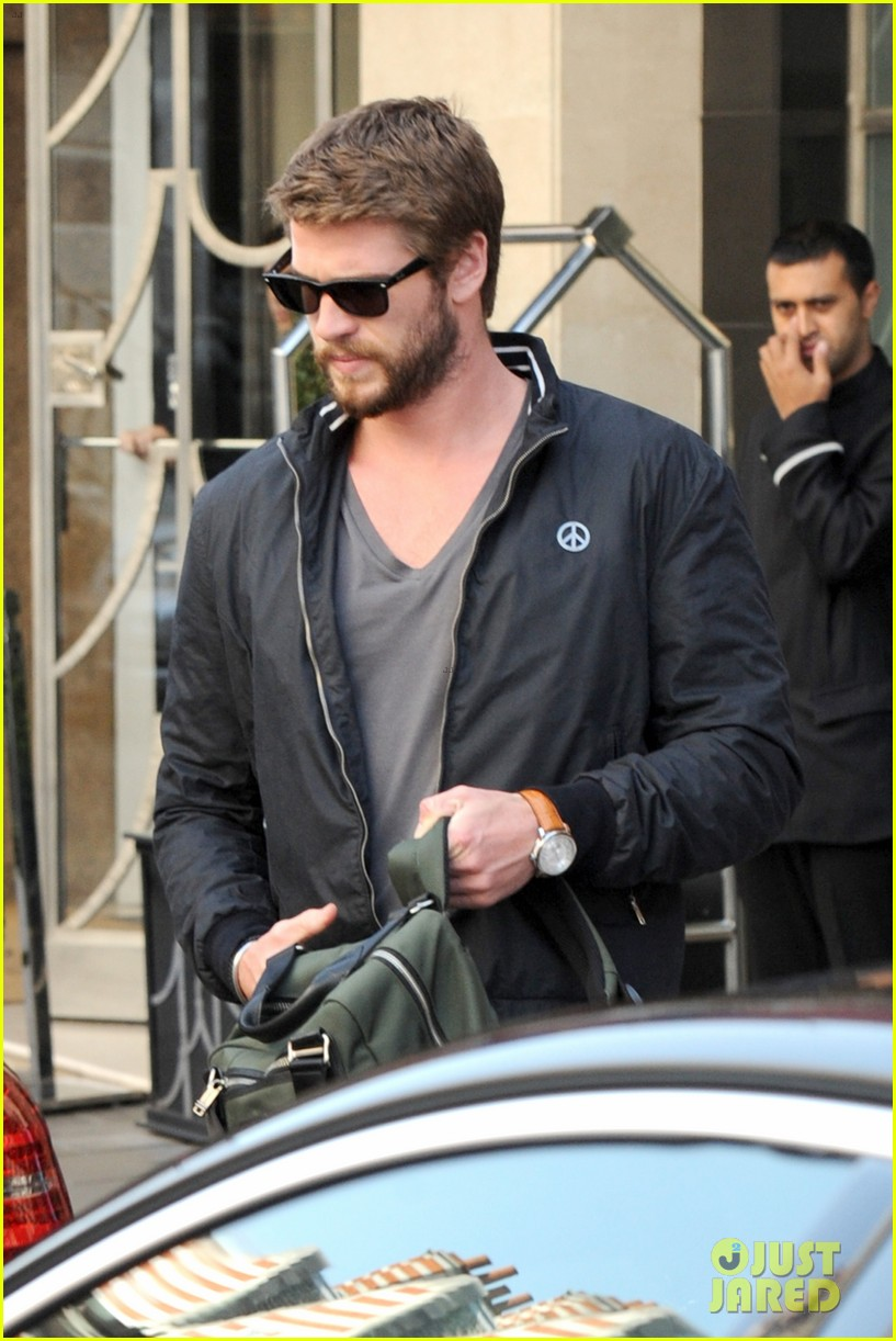liam hemsworth steps out in london miley cyrus records in l a 032944436