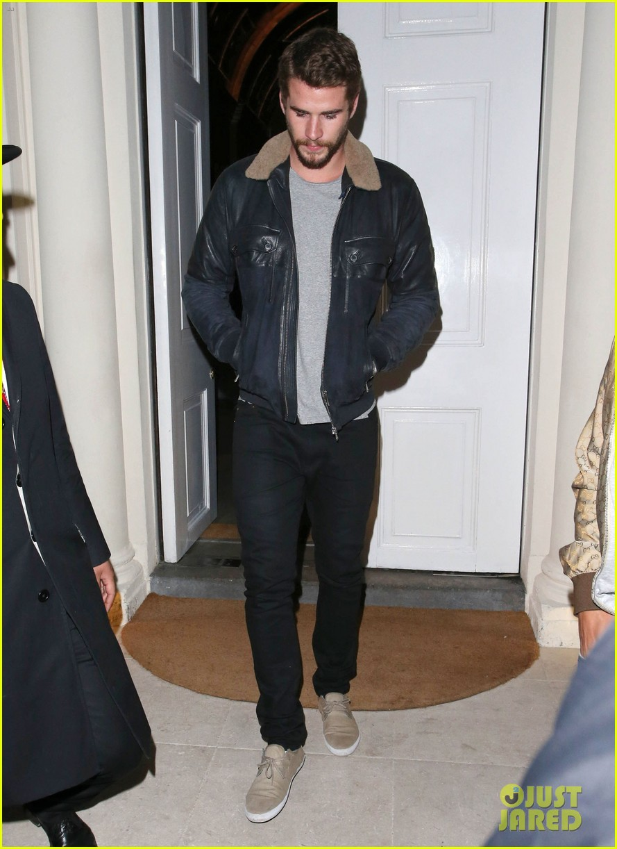 liam hemsworth reunites with brother chris in london 052941651