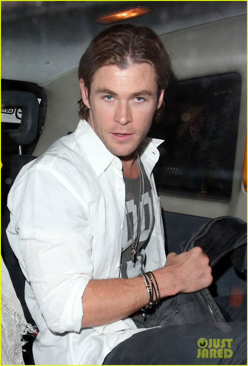 liam hemsworth reunites with brother chris in london 082941654