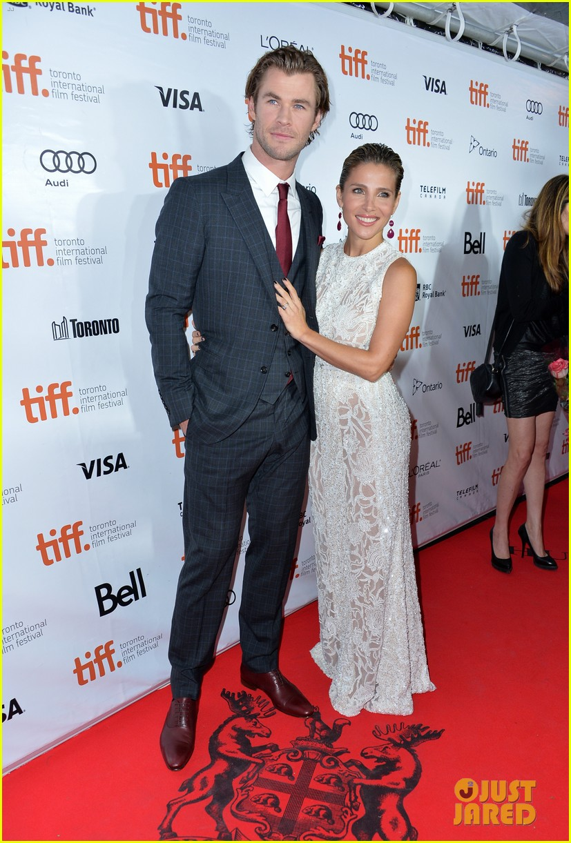 http://cdn01.cdn.justjared.com/wp-content/uploads/2013/09/hemsworth-rushtiff/chris-hemsworth-rush-tiff-premiere-with-bros-liam-luke-20.jpg