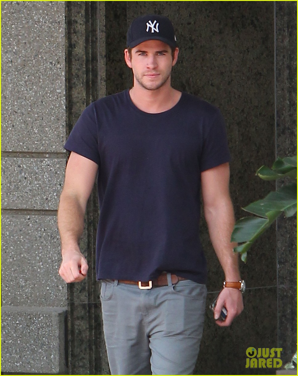 liam hemsworth spotted in atlanta after mockingjay filming begins 042959059