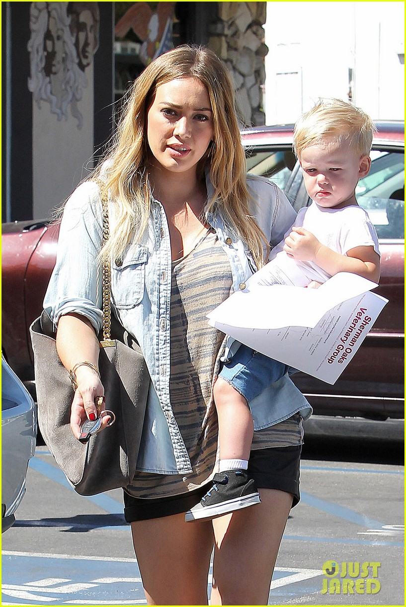 hilary duff hits starbucks after vet visit 042946784