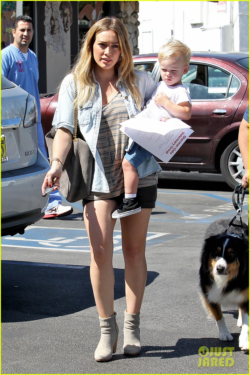 hilary duff hits starbucks after vet visit 102946790