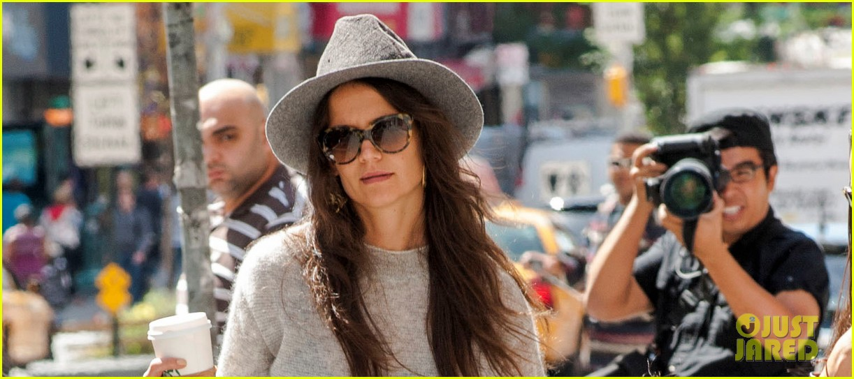katie holmes steps out with arm casted suri 022945165