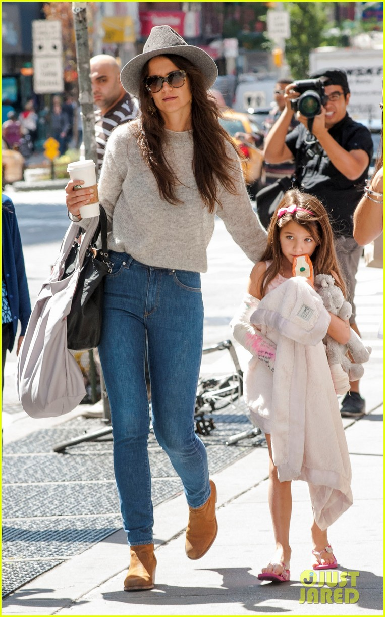 katie holmes steps out with arm casted suri 052945168