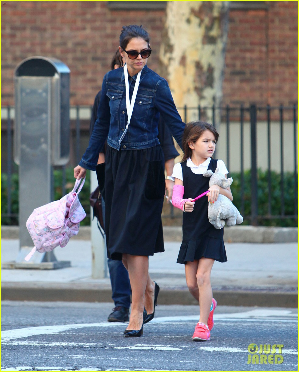 katie holmes morning stroll with suri after trying cronuts 012959895