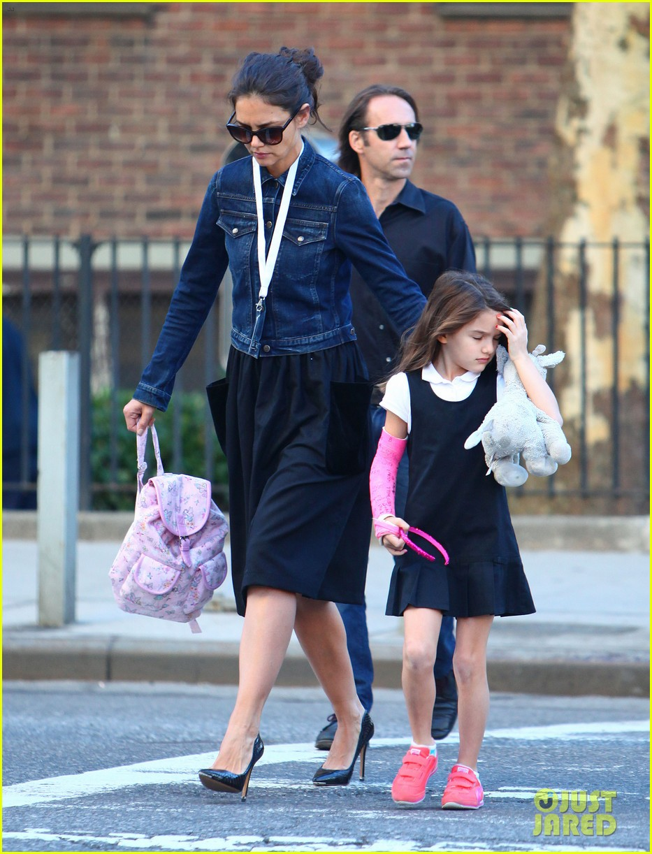 katie holmes morning stroll with suri after trying cronuts 072959901