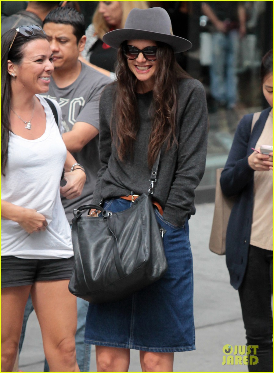 katie holmes likes to make mac and cheese 042960680