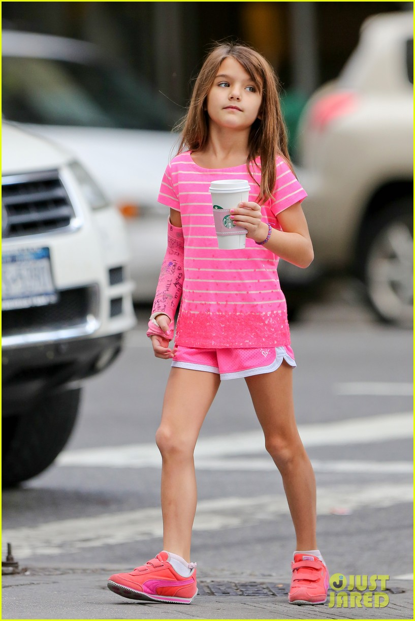 katie holmes suri grab many morning coffees 032962467